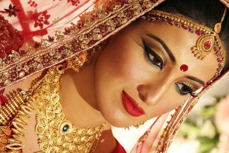 ¿Por Qué Las Mujeres Hindú Llevan Un Punto De Color Entre Sus Ojos?